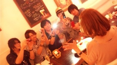 後藤邑子さん002たくさんの殿方に祝っていただきました♪.jpg